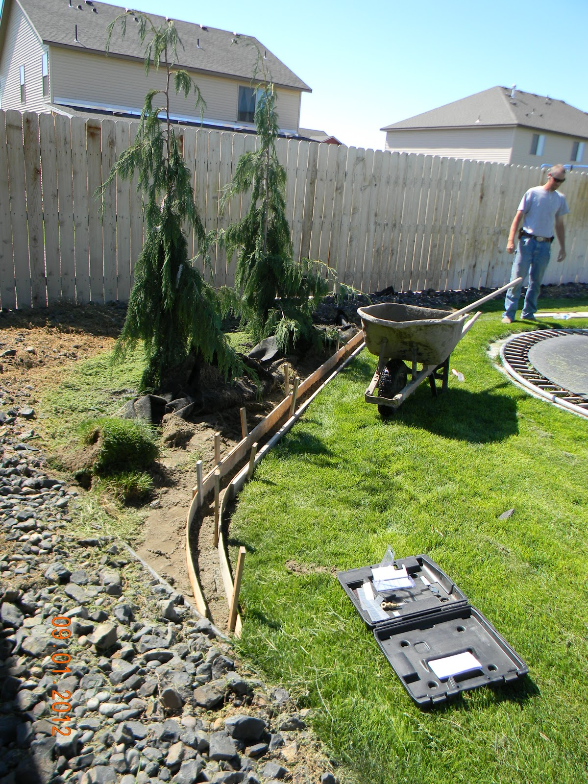 Diy landscaping curb home is where they love you for Cheap diy garden edging