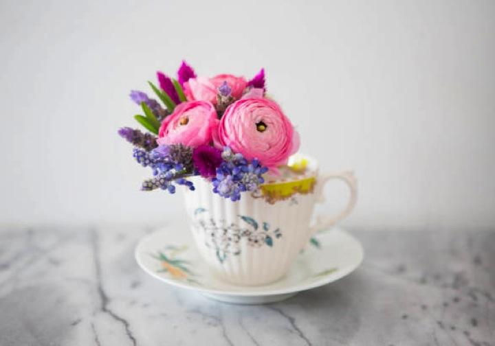Hazlo t misma arreglos florales en tazas de t for Decoracion con tazas de cafe