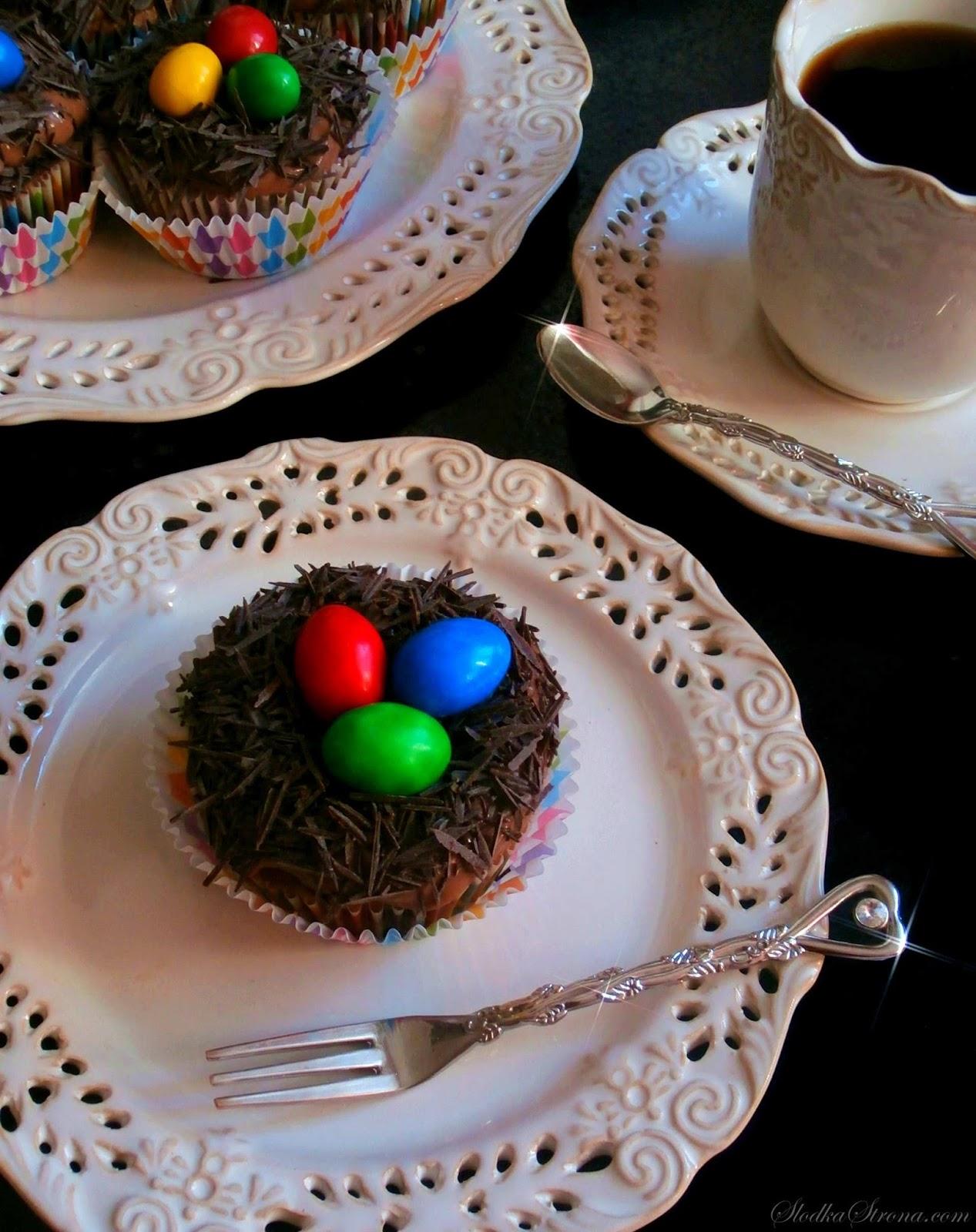 Wielkanocne Babeczki - Gniazdka z Jajeczkami - Przepis - Słodka Strona