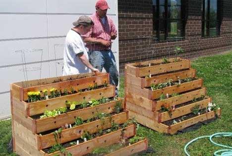 Jardineras con forma de escaleras - Jardineras con palets ...