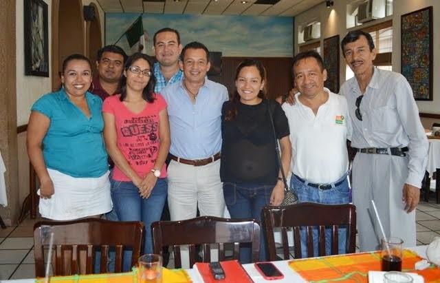 CAFECITO CON LÍDER DE LOS EMPLEADOS MUNICIPALES.