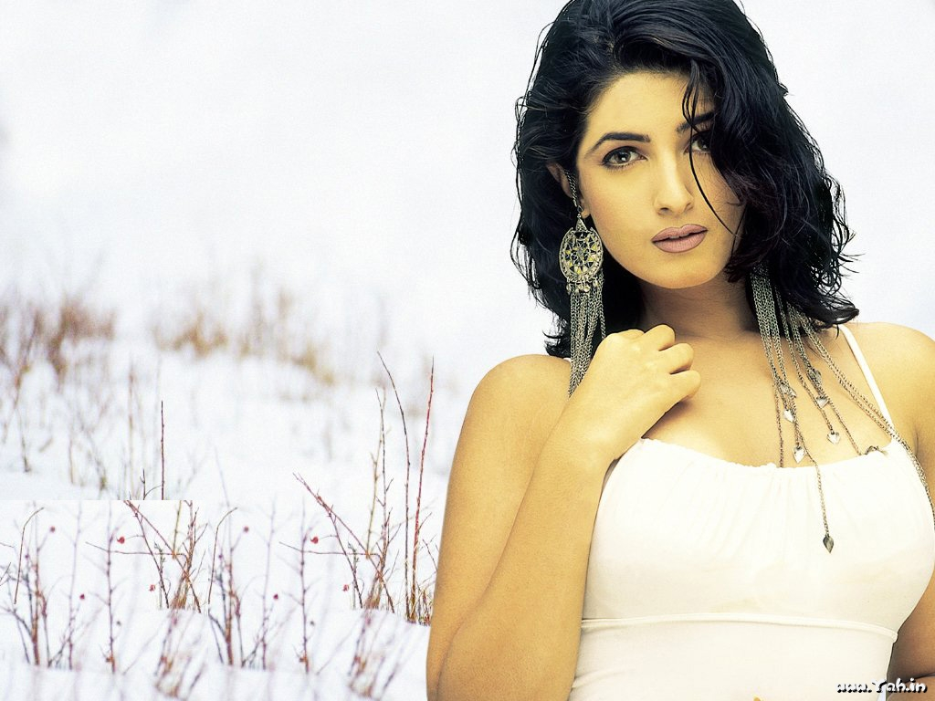 twinkle khanna bollywood actress wallpapers ~ actor wallpapers hd image