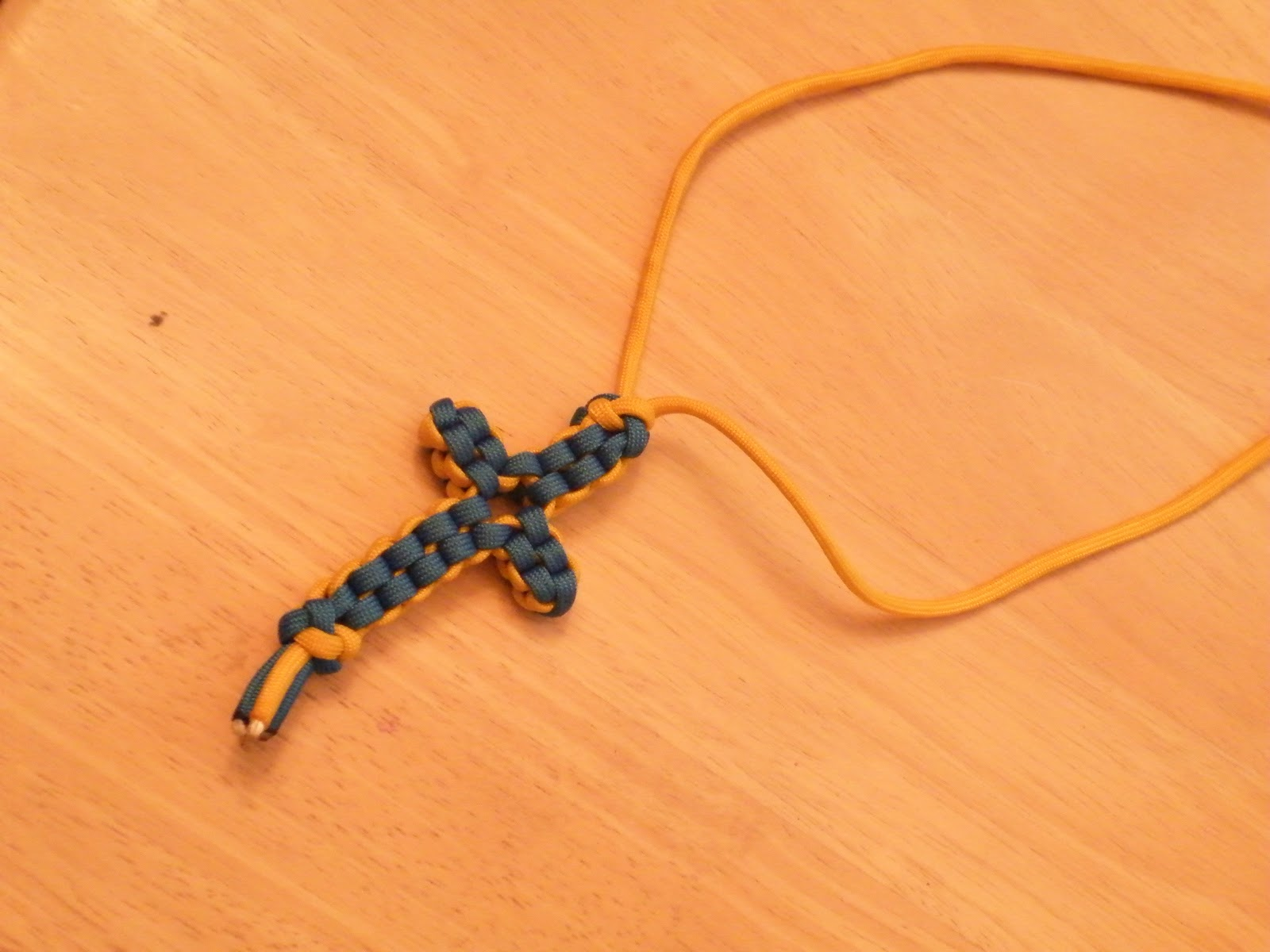 Paracord Cross Necklace Traumspuren