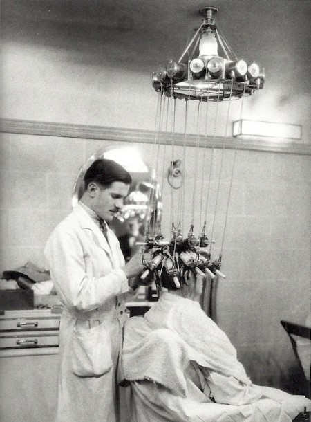 Vintage photos of hair dryers vintage everyday for Meuble coiffure