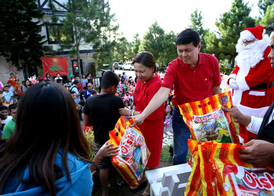 Villar Foundation Gives Christmas Treats To Poor Kids | Round Juan