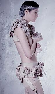 Rachel Freire - Gaun Ini Dibuat dari Puting Susu Sapi - Cow Nipples