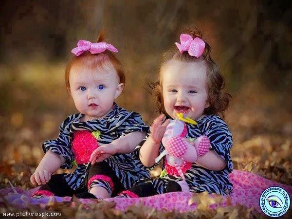 Une jolie image bébé fille jumelle