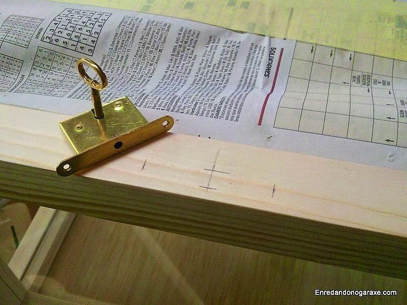 Medir y marcar la posición de la cerradura. Enredandonogaraxe.com