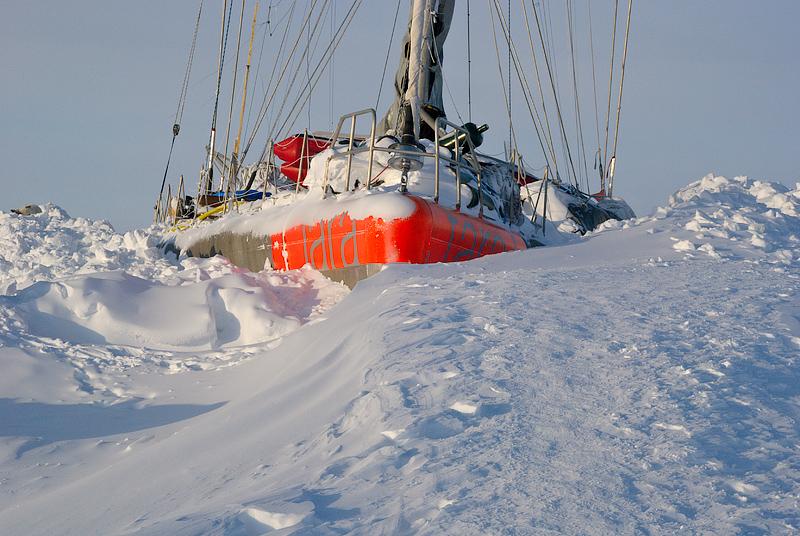 Tara jäässe külmununa Põhja-Jäämerel, Tara frozen into ice in the Arctic Ocean