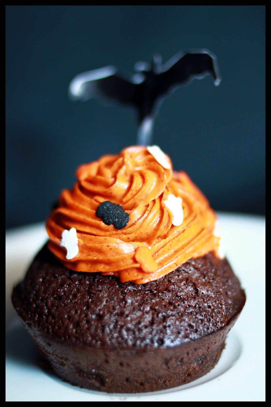 y ajoutez le colorant alimentaire en poudre orange pour la couleur cette fois ci jai fait mon topping avec du mascarpone et cest trs bon aussi - Cupcake Colorant Alimentaire