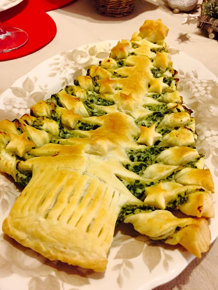 Albero natale pasta sfoglia ricotta e spinaci
