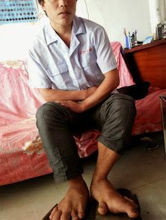 Encuentra unos zapatos de su talla después de 27 años