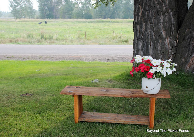 reclaimed wood, bench, minwax, barnwood, build it, http://bec4-beyondthepicketfence.blogspot.com/2015/08/live-edge-reclaimed-wood-bench.html