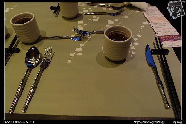 2013-05-09虎尾陶板屋 中西式餐具混和....台灣特有風格呢!