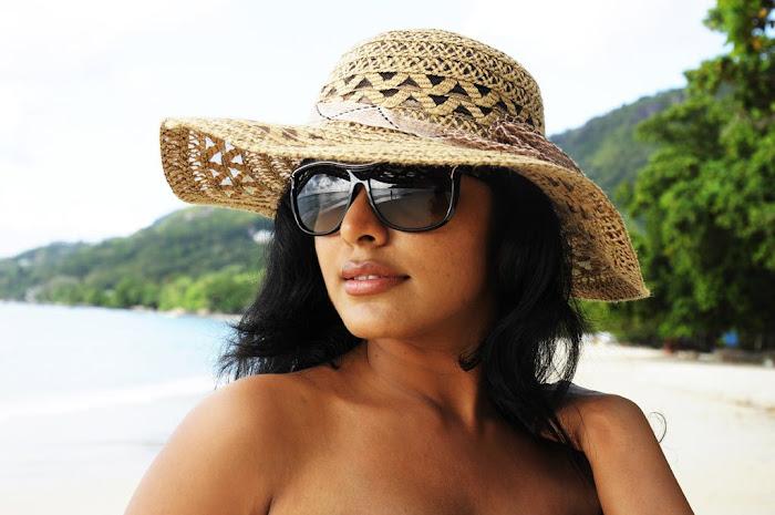 rima kallingal from yuvan yuvathi movie hot images
