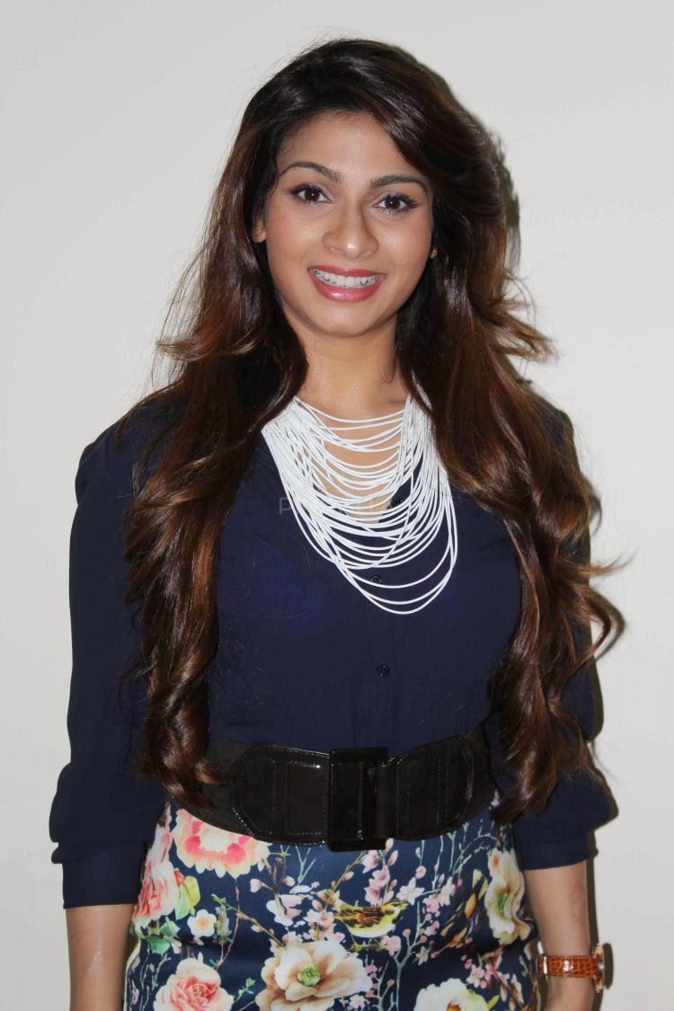 Tanishaa Mukerji attends a college festival photos