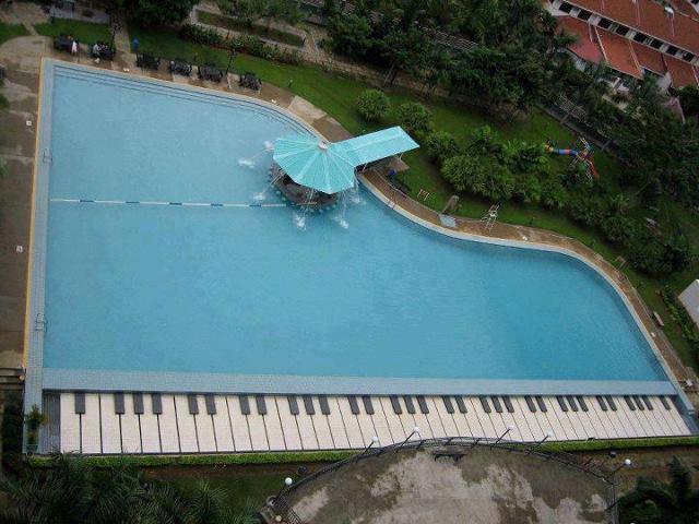 Una piscina a forma di pianoforte clicca la foto for Piano del sito piscina