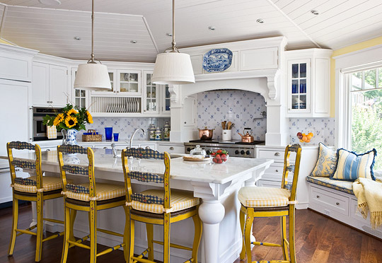 Easy breezy relaxing waterfront home inspirations for Blue and white country kitchen ideas