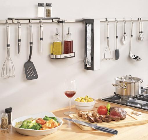 Utensilios de cocina en la pared ganar espacio decorar - Aprovechar espacio cocina ...
