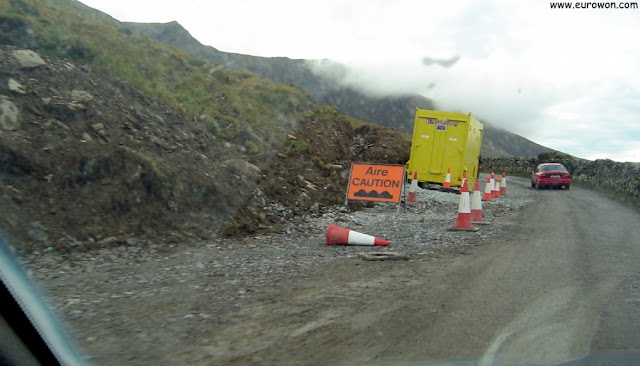 Inicio de la subida por el Conor Pass de Irlanda
