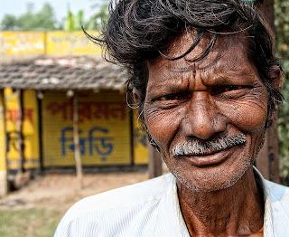لماذا يهز الهنود رؤوسهم عند الكلام؟