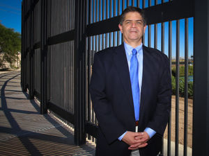 Congressman Fakes Out Veterans, Dresses For Photo By Border Fence!...