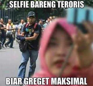 meme lucu bom jakarta selfie