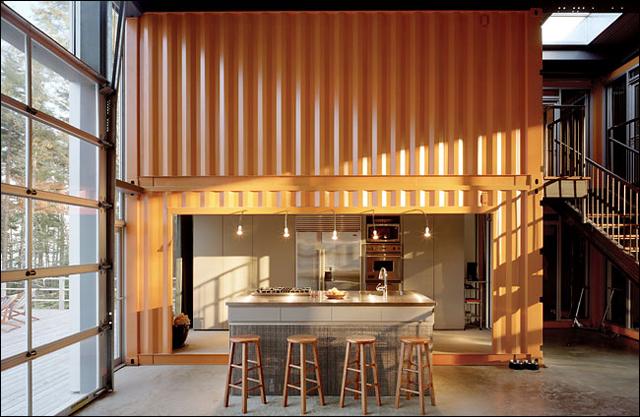 Arquiteto constrói mansão com 12 contêiners reciclados