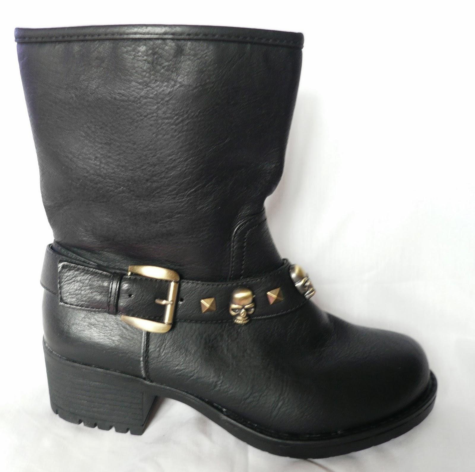 http://www.ebay.fr/itm/bottines-bikers-rangers-feminines-biker-ranger-bottes-noir-noires-femme-SUPER-/300929085931?pt=FR_Chaussures_pour_femmes&var=&hash=item4610c571eb