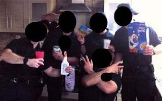 Berfoto Narsis di TKP, 5 Polisi Ini Di Pecat