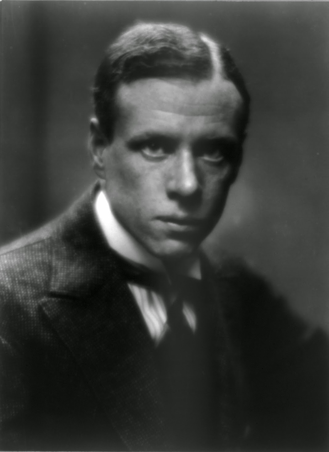 Photo of Sinclair Lewis. Image Source: http://upload.wikimedia.org/wikipedia/commons/6/6c/Lewis-Sinclair-LOC.jpg