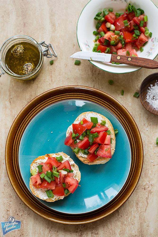 Grzanki z pomidorem i serem