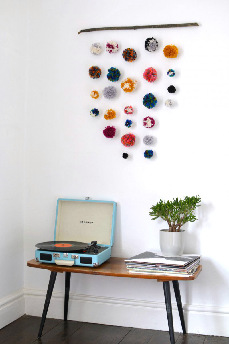 Diy pom pom wall hanging burkatron for Home decor wall hanging