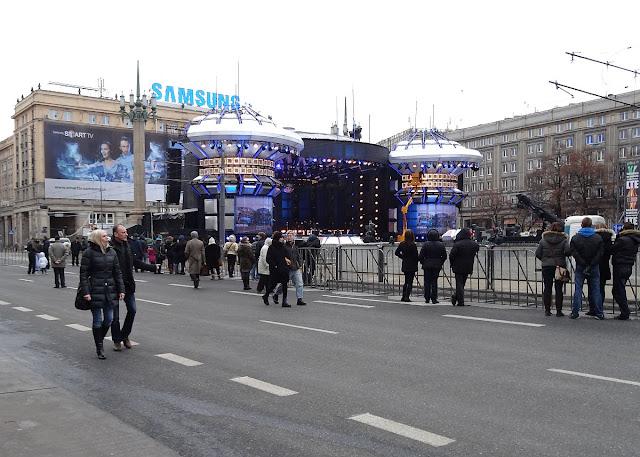 Plac Konstytucji Warszawa. Przygotowania do zabawy Sylwestrowej