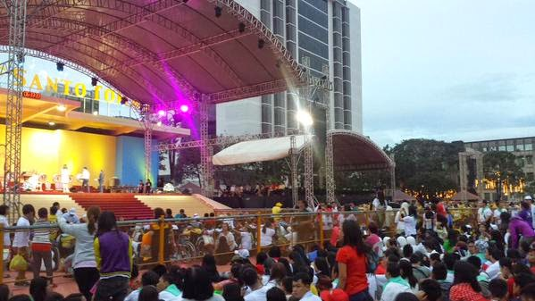 Religious, elderly and youth gathered up early in UST to see Pope Francis.