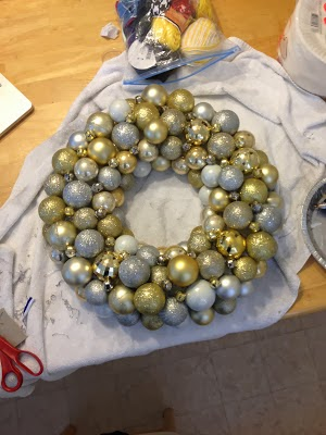 diy christmas ornament ball wreath tutorial cheap and easy - Christmas Ball Wreath
