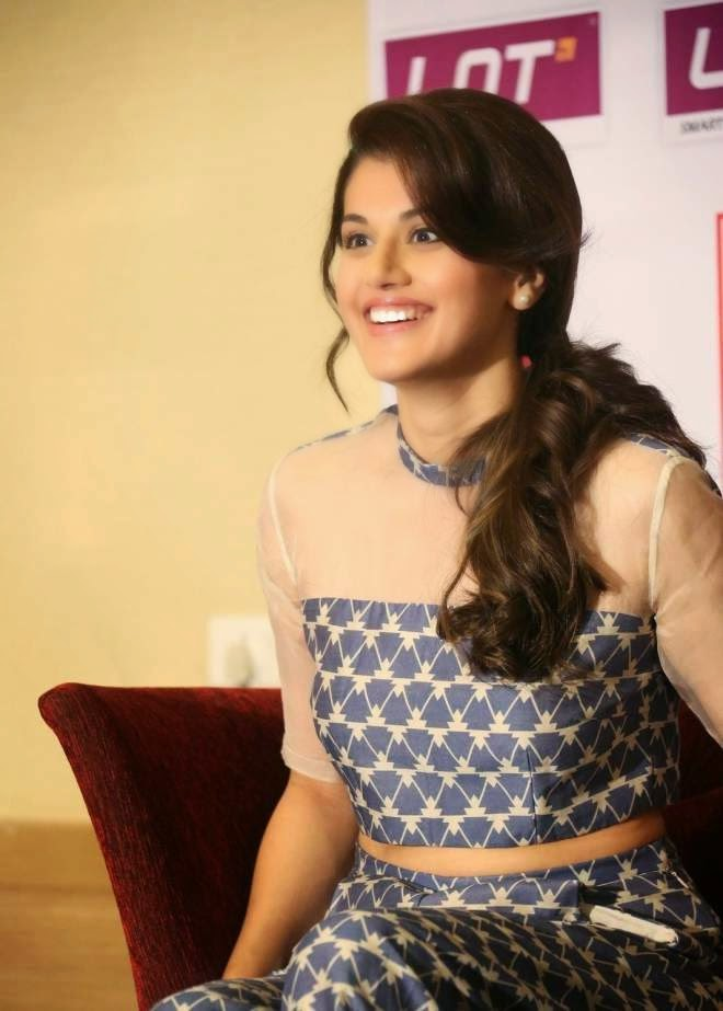 Taapsee Pannu Cute Wallpapers