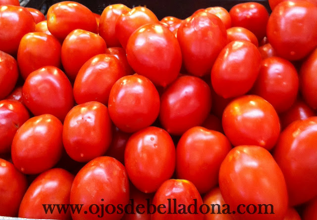 Tomates pera en el Mercado de Huelin