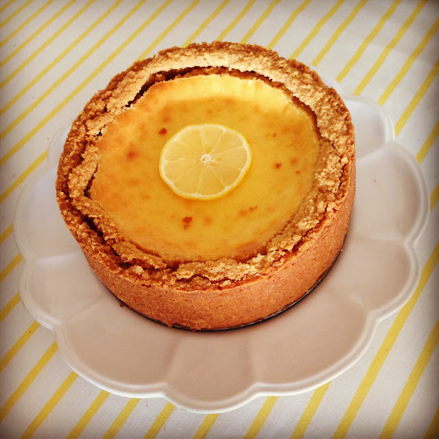Baked Lemon Cheesecake >> STARTS WITH CUPCAKES