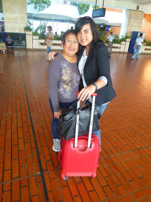 Sara viene a buscarnos a Yakarta
