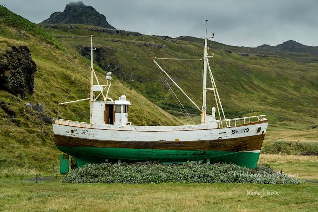 honeymoon-iceland-kirkjufell-snefellsjokull-fishing-ship-26