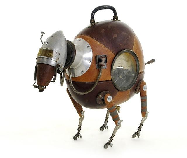 скульптура собаки из железа хлама и старых вещей