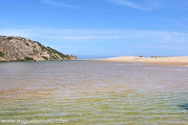 Praia-Da-Bordeira-Algarve-laguna