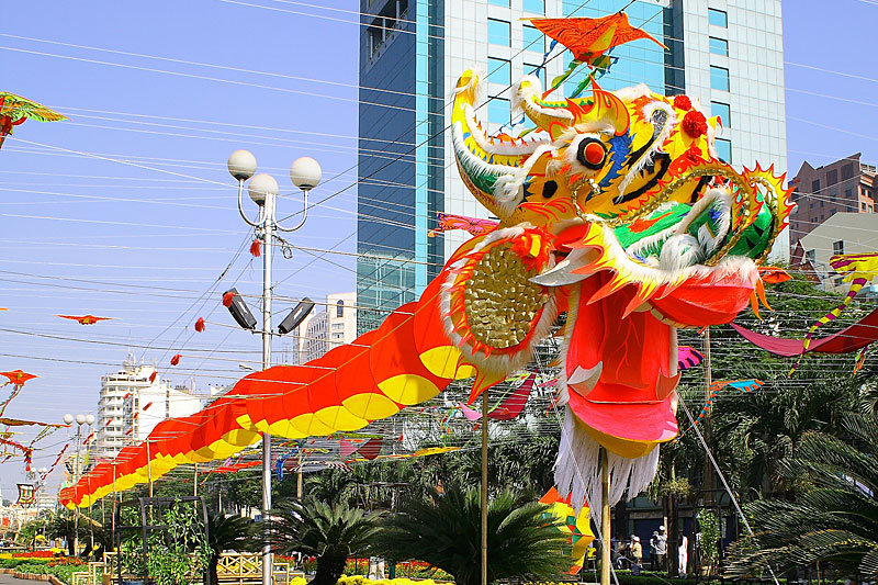 ho chi minh city NEW YEAR   DRAGON DANCE