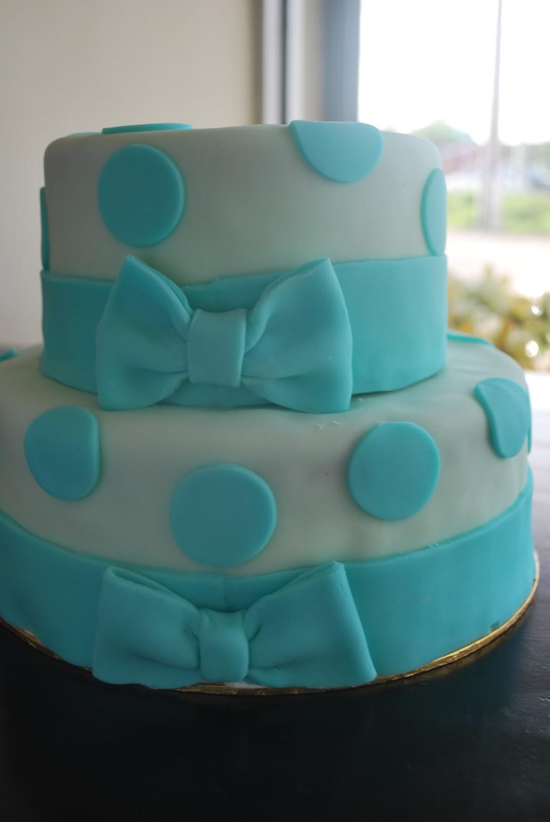 Anna Muslim Bakery: Blue Polka Dots Fondant Cake