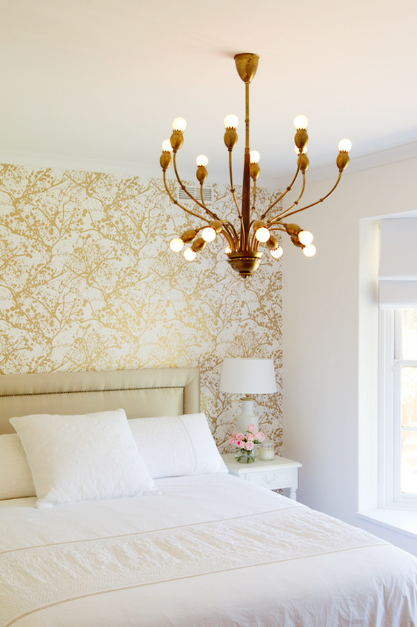 Gold wallpaper in bedroom