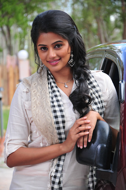 Priyamani New Beautiful Looking Photo Shoot