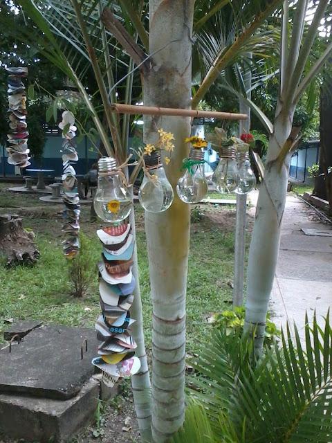 Vida a lo verde living in green adornos para colgar en for Adornos jardin reciclados