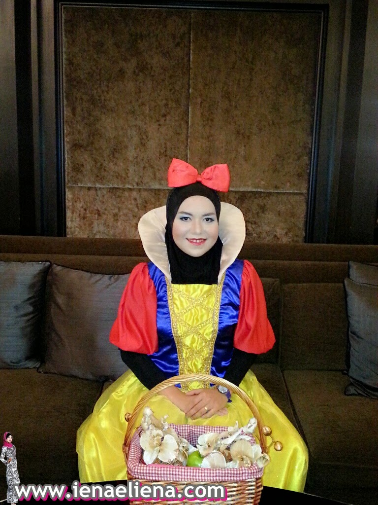 SNOW WHITE MAKE UP