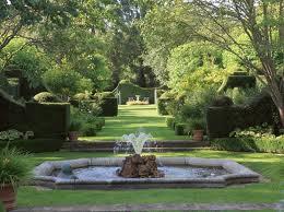 Passeggiare tra parchi giardini e castelli giardini di - Giardini con fontane ...